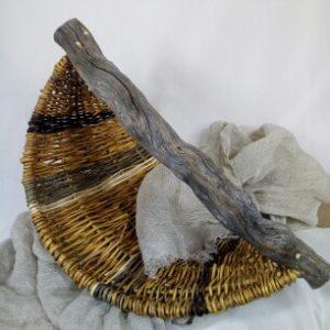 """Panier """"Gondole"""" en saule sauvage et osier blanc avec anse en bois flotté"""